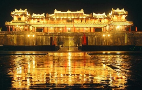 Hue Citadel by night - Hoi An Private Car